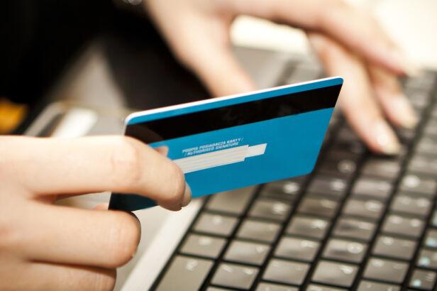 Oskarżeni prowadzili cztery sklepy internetowe (zdjęcie ilustracyjne) Shutterstock