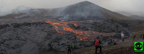 """Wulkan Fagradalsfjall przyciąga turystów. """"Z kraterów wydobywa się mnóstwo lawy"""""""