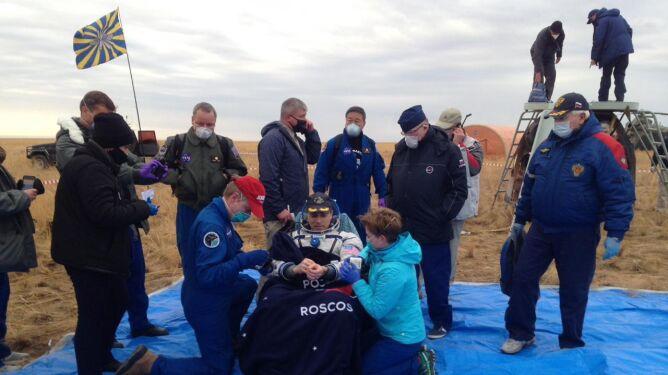 Rosyjsko-amerykańska załoga ISS z powrotem na Ziemi
