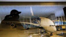 Samolot pasażerski Airbus A380-800 na lotnisku w Wuhanie, którym ewakuowani byli Polacy (PAP/Arek Rataj)